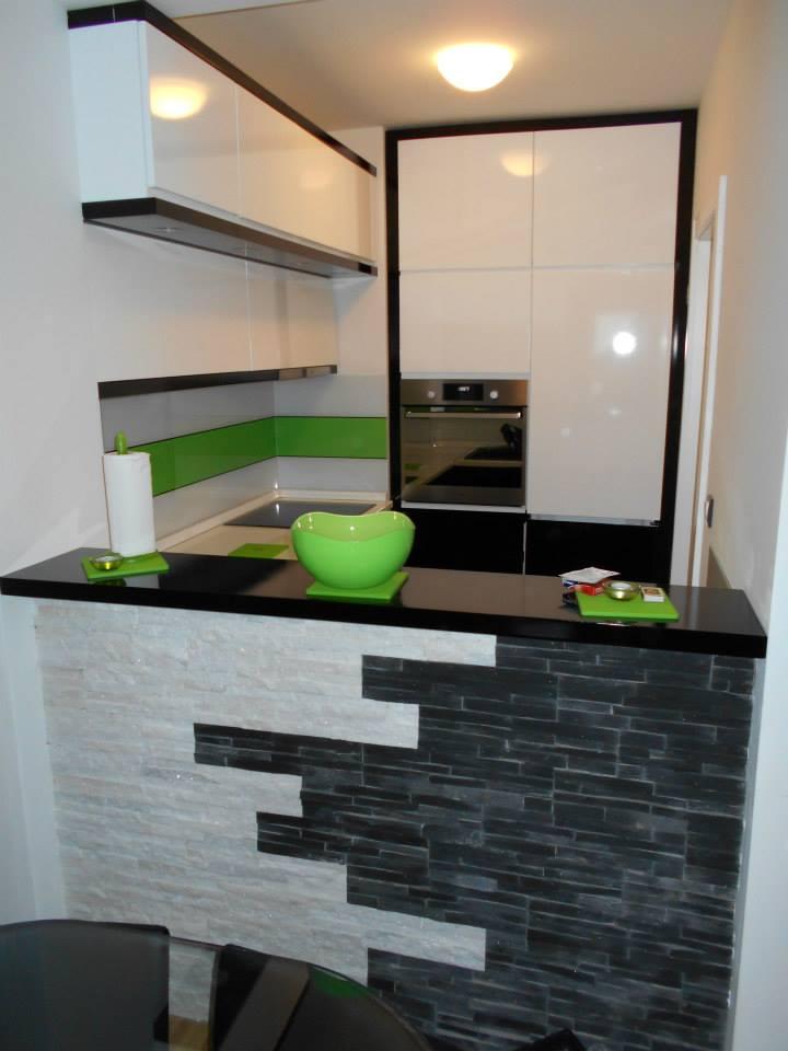 Kako da vaša mala kuhinja izgleda veće - Nameštaj po meri Beograd - Crvena Ja...