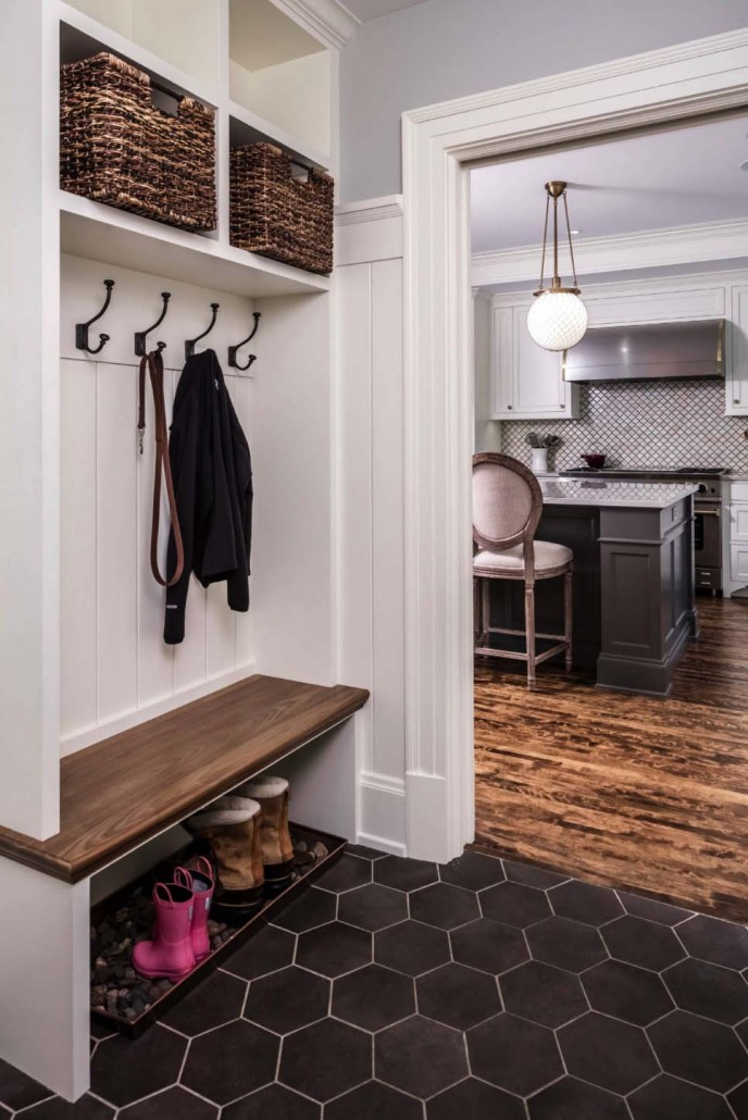 Fantastic-Mudroom-Ideas-Offering-Storage-05-1-Kindesign