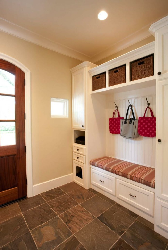 Fantastic-Mudroom-Ideas-Offering-Storage-22-1-Kindesign